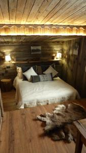 A bed or beds in a room at Tana Della Volpe