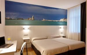 A bed or beds in a room at Hotel Seminario Aeropuerto Bilbao