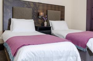 A bed or beds in a room at Thrums Hotel, Kirriemuir