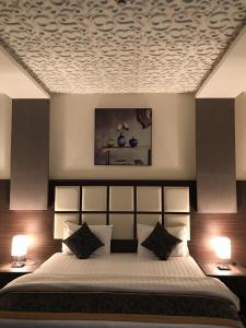 Cama ou camas em um quarto em Badeel