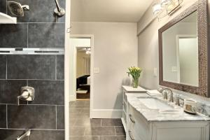 A bathroom at Relaxing, Comfortable, Private Bedroom