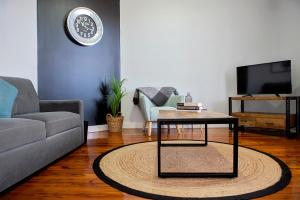 A seating area at Revive Central Apartments