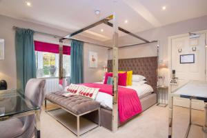 A bed or beds in a room at Black Horse Inn; BW Signature Collection