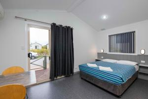 A bed or beds in a room at Karrinyup Waters Resort
