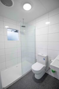A bathroom at Karrinyup Waters Resort
