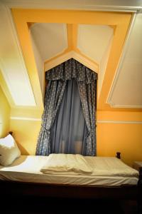 A bed or beds in a room at Hotel Evropa