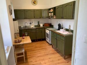 A kitchen or kitchenette at APPARTAMENTO a 2 minuti DALL'AEROPORTO