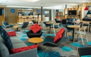 The lounge or bar area at Holiday Inn Express Birmingham NEC, an IHG Hotel