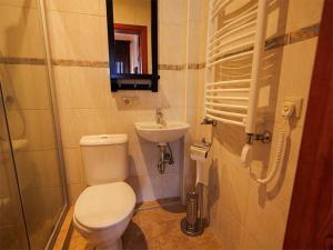 Vonios kambarys apgyvendinimo įstaigoje El Arm El