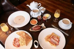Breakfast options available to guests at Edinbane Lodge
