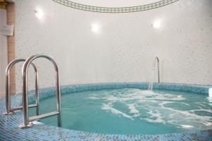 Бассейн в Hotel Bosfor или поблизости
