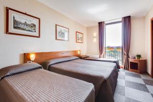 Un ou plusieurs lits dans un hébergement de l'établissement Romoli Hotel