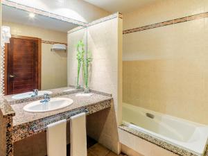Um banheiro em Occidental Jandía Mar