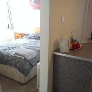 A bed or beds in a room at Sunnyside Accommodation