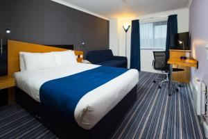 A bed or beds in a room at Holiday Inn Express Birmingham NEC, an IHG Hotel