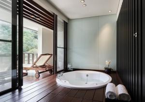 A bathroom at Hotel Royal Chiao Hsi