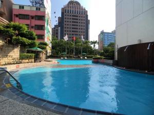 長榮桂冠酒店(台中)游泳池或附近泳池