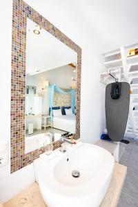 A bathroom at Lindos View Hotel