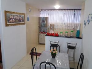 A restaurant or other place to eat at Flat Maragogi 3