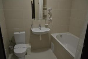 Ванна кімната в Рахів готель та апартаменти
