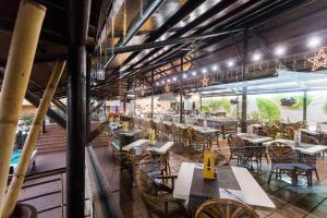 Een restaurant of ander eetgelegenheid bij Hotel Arena Suite