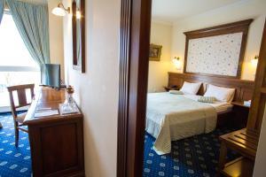 Un pat sau paturi într-o cameră la Hotel Casa De La Rosa