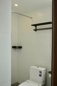 A bathroom at Travel light Guilin