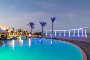 Het zwembad bij of vlak bij The Three Corners Equinox Beach Resort