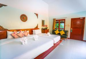 A bed or beds in a room at Chaweng Buri Resort