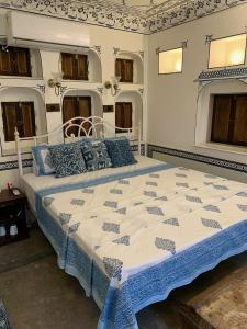 A bed or beds in a room at Jaipur Haveli