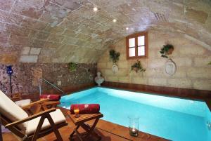 Het zwembad bij of vlak bij Palacio Ca Sa Galesa