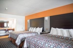 A bed or beds in a room at Hotel Solares