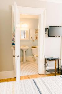 A bathroom at Boscawen Inn