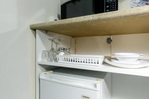 A bathroom at Bendigo Oval Motel
