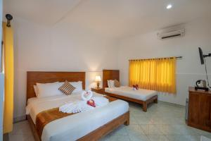 A bed or beds in a room at Nusa Indah Bungalow