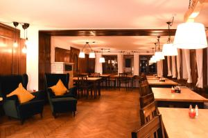 A restaurant or other place to eat at Alps Hostel