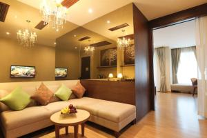 A seating area at Le Patta Hotel Chiang Rai