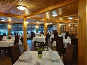 Ресторан / где поесть в Отель «Усадьба Ромашково»