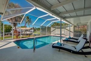 Der Swimmingpool an oder in der Nähe von BOATERS.HOUSE Cape Coral, Florida