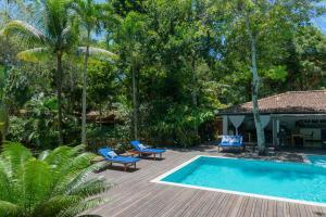 A piscina localizada em Etnia Casa Hotel ou nos arredores