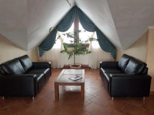 Ein Sitzbereich in der Unterkunft Hotel Amalia