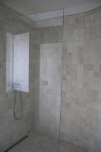A bathroom at São Pedro Guest House