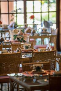 Um restaurante ou outro lugar para comer em Quinta da Paz Resort