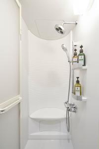 A bathroom at Resol Poshtel Tokyo Asakusa