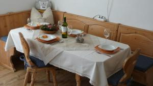 A restaurant or other place to eat at APPARTEMENT EBERHARTER Conny