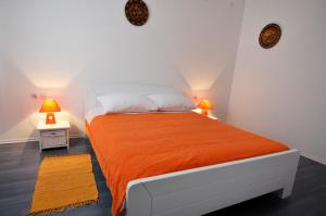 A bed or beds in a room at Apartment Fiorenini 2