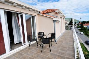 A balcony or terrace at Apartment Fiorenini 2