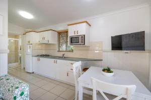 A kitchen or kitchenette at Barney Beach Accommodation