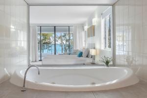 A bathroom at Imagine Drift Palm Cove