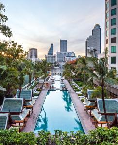 曼谷半島酒店游泳池或附近泳池的景觀